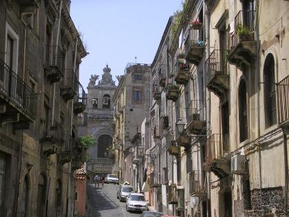 Una calle que me hizo sentir como en Toledo.