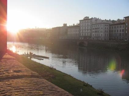 Los buenos días en el río Arno.