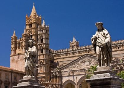 En un inicio Basílica Bizantina, hoy Catedral de Palermo, en siliciano Palermu.