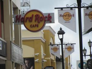 Todos tenemos nuestros vicios, Hard Rock Café Aruba